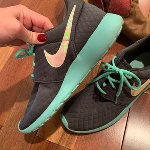 Size 9 - Nike Roshe Run (custom!)